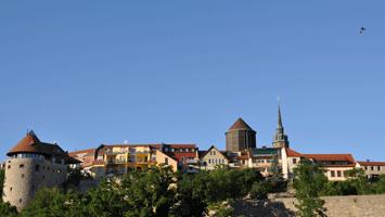 Alter Wasserturm mit Mönchsbastei und Dom St. Petri