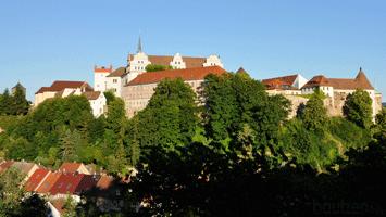Burgwasserturm an der Ortenburg mit Matthiasturm und Nicolaiturm über dem Spreetal