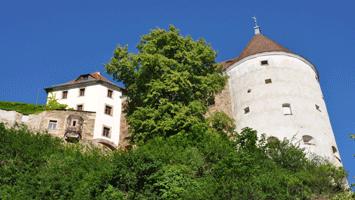 Burgwasserturm mit Übergang zur Ortenburg