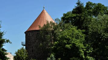 Gerberbastei mit Jugendherberge vom Nicolaifriedhof