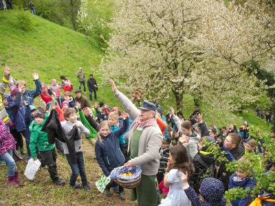 Der Eierjockel mit vielen Kindern auf dem Protschenberg